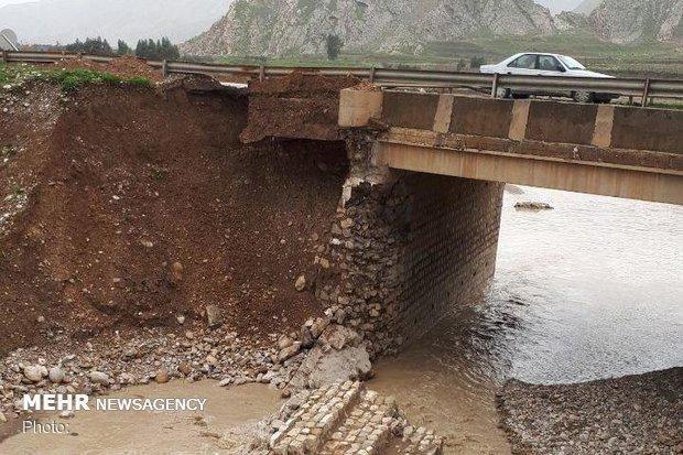 2 پل محور خرم آباد- پلدختر هر لحظه ممکن است ریزش نمایند