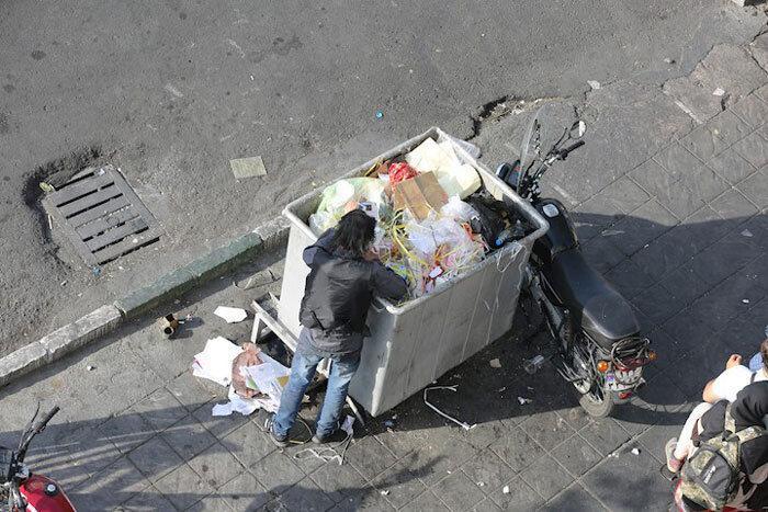 جمع آوری زباله گردها و گونی به دوش های منطقه 4