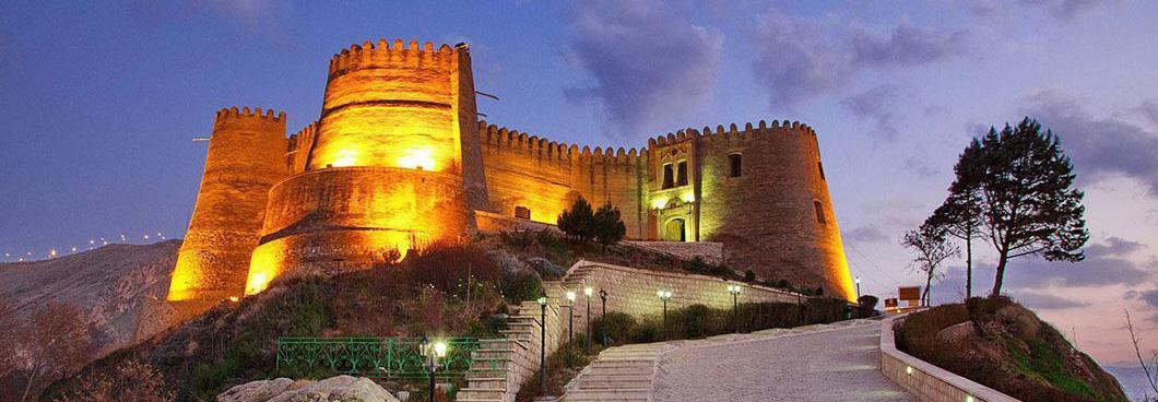 دومین آتش سوزی قلعه فلک الافلاک در دو هفته اخیر ، آتش تا پای دیواره قلعه رسید