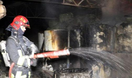 آتش سوزی در ساختمان 14 طبقه در منطقه سعادت آباد