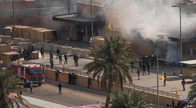 شروع عقب نشینی معترضان عراقی از مقابل سفارت آمریکا