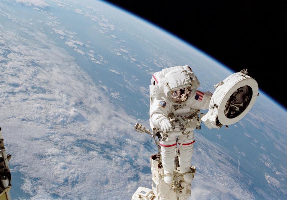 عامل اصلی سرطان وبیماری های عصبیِ فضانوردان چیست؟