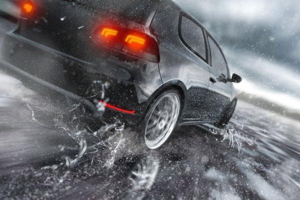 برای افزایش اصطکاک و لیز نخوردن اتومبیل در فصل زمستان چه باید کرد؟