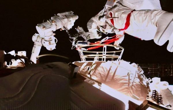 فضانوردان چینی راهپیمایی فضایی دوم خود را در ایستگاه فضایی تازه کامل کردند