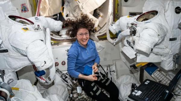 پاسخ به سوالات عجیب درباره فضانوردان: آنها چطور دست شویی می فرایند و...